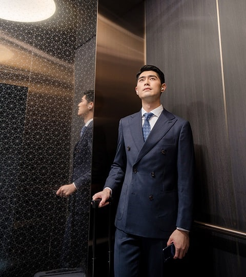 img_Businessman-elevator-min